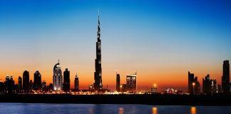 Panorama de la ciudad de Dubái en los Emiratos Árabes Unidos