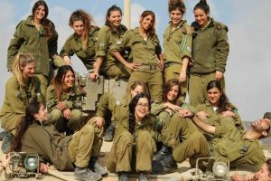 Legisladores israelíes presionan a las FDI a dar más lugar a mujeres en el ejército
