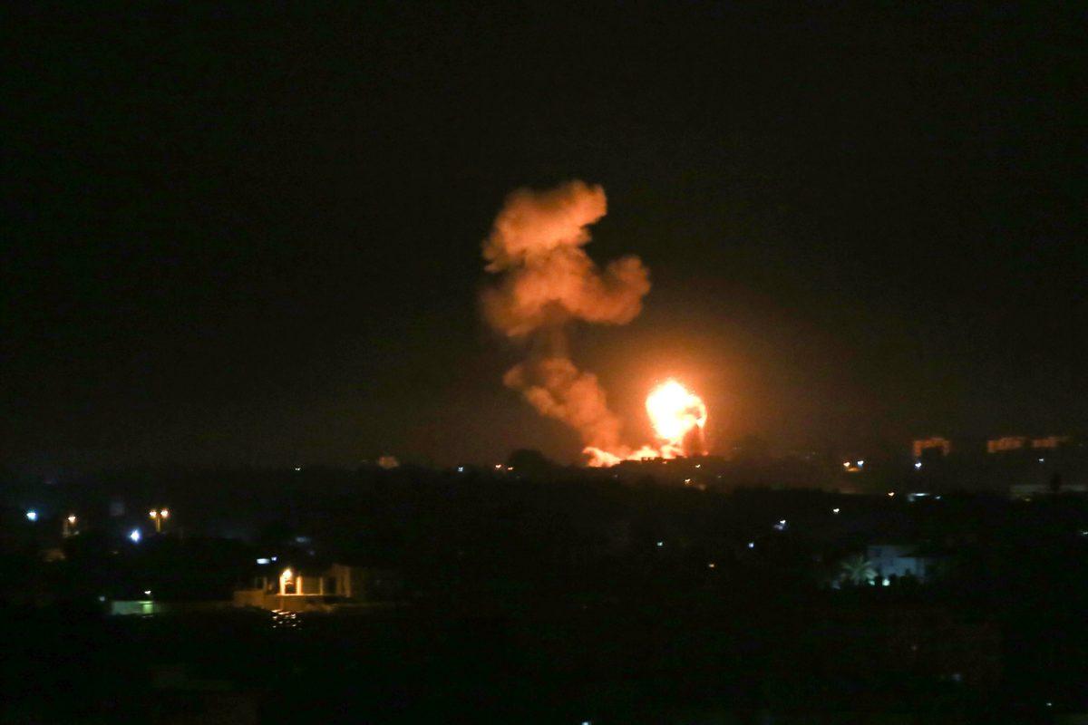 Israel ataca sitios de Hamás en Gaza tras disparos de cohetes