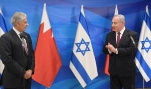 El ministro de Industria, Comercio y Turismo de Baréin junto al primer ministro de Israel