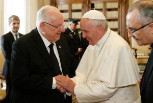 En medio de Janucá y antes de Navidad, Reuven Rivlin habló por teléfono con el Papa Francisco sobre la celebración de las dos festividades