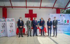 José Antonio Monroy Zermeño, Director General de la Cruz Roja Mexicana, Gabriel Saba Djamus, Consejero Nacional de la Cruz Roja Mexicana, Eduardo S. Agüero Leduc, Vicepresidente de la Cruz Roja Mexicana y Nadav Goren, Jefe de Misión Adjunto de la Embajada de Israel en México entre otros funcionarios