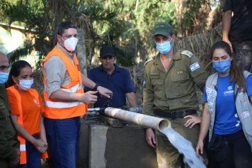 La delegación de 15 expertos de Israel juntos a voluntarios trabajando en Honduras.