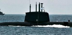 Submarino con una bandera de Israel