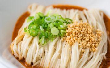 Esta sopa de tallarines con ajonjolí es muy cremosa y tiene ese toque delicioso ideal para una tarde fría y compartir con la familia.
