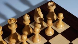 Piezas de ajedrez alineadas