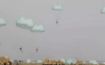 El ejército de Irán inició este martes un simulacro de fuerzas terrestres a lo largo de la costa del Golfo de Omán, informó la televisión estatal.