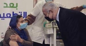Benjamín Netanyahu y una ciudadana árabe israelí