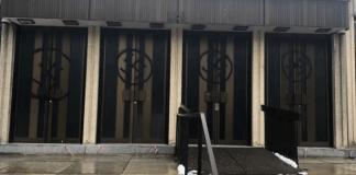 Una de las sinagogas más grandes de Montreal fue encontrada con las puertas pintadas con spray con grandes esvásticas, se detuvo a un sospechoso