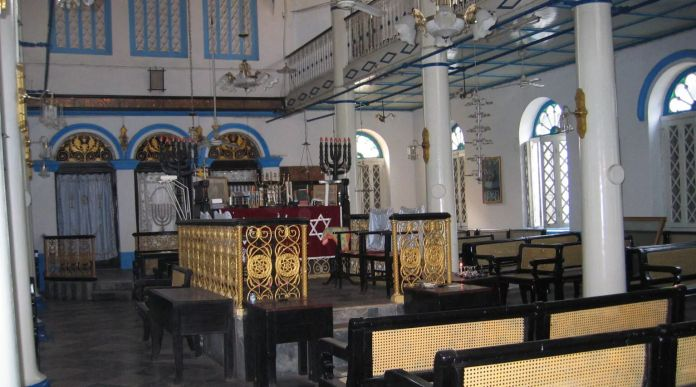 Dentro de la Sinagoga Musmeach Yeshua en Yangon, Myanmar. (Ben G. Frank)