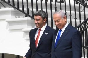 Ministro de Exteriores de Emiratos Árabes Unidos y el primer ministro israelí Benjamin Netanyahu