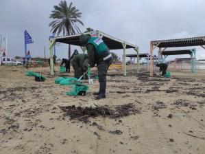 El Ministerio de Protección Ambiental de Israel lanzó una operación para limpiar más de mil toneladas de petróleo y desechos de las playas del país
