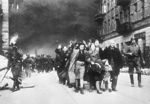 En agosto de 1941, los alemanes ordenaron el establecimiento de un gueto en Bialystok, 50 mil judíos fueron confinados en una pequeña área de la ciudad.
