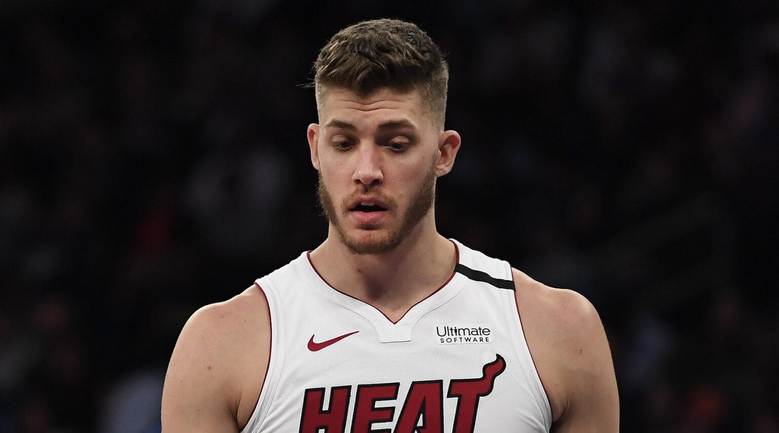 """La NBA multó al jugador del Miami Heat Meyers Leonard con 50 mil dólares dos días después de que lo atraparan diciendo la palabra """"kike"""""""