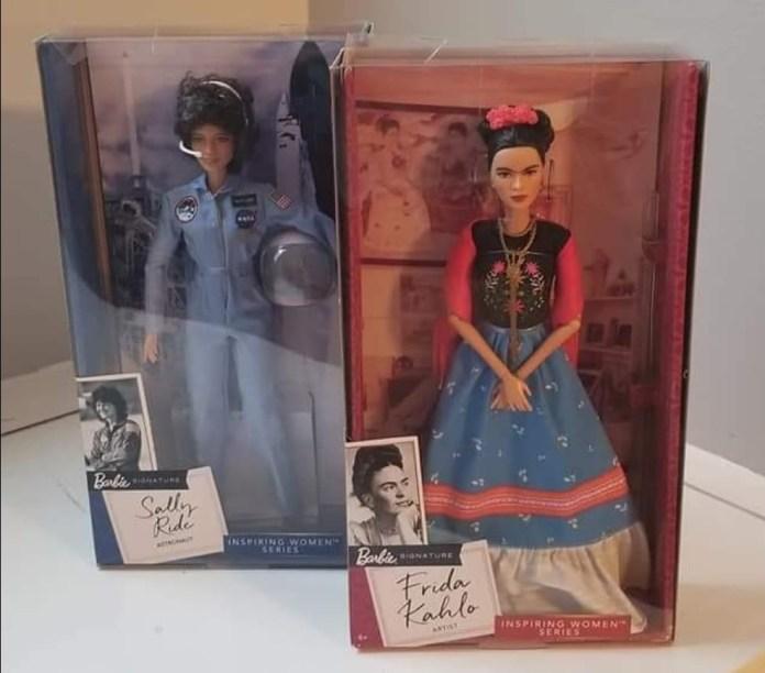Tributos de la línea Mujeres Inspiradoras de Barbie en honor a Frida Khalo y Sally Ride.