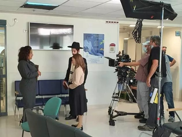 Muchos estamos esperando la temporada 3 de Shtisel y tenemos imágenes de una de las locaciones, nada menos que el Centro Médico Shaare Zedek