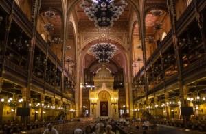 interior e una sinagoga majestuosa