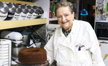 Como cada semana, nuestra Bobe Irma nos tiene una receta deliciosa de Pastel del miel o Onyc Lekaj. No te lo puedes perder.