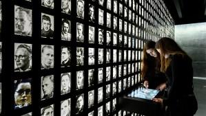 El primer ministro holandés, Mark Rutte, inauguró un museo en los antiguos terrenos de uno de los campos nazis más infames de los Países Bajos