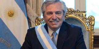 El presidente de Argentina Alberto Fernández compartió que es positivo a COVID-19 en una prueba de antígenos y se encuentra aislado