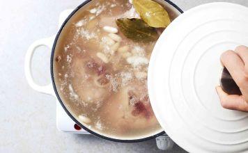 Te presentamos una receta fácil, abundante, de sopa de frijoles blancos que combina los sabores de frijoles blancos, cerdo, cebollas, ajo y condimentos