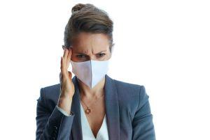 Una encuesta a más de mil pacientes encontró que casi el 60% de los encuestados tenían migrañas más frecuentes durante tiempos de COVID-19