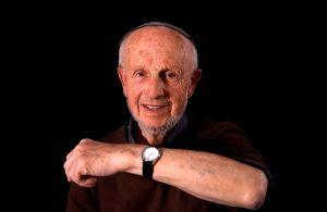 Shaul Oren nació en un pequeño pueblo de Polonia en 1929 y en diciembre de 1943, Junto a su hermano menor Moshé fueron enviados a Auschwitz
