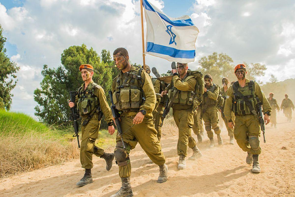 Un 26 de mayo de 1948, Ben Gurion ordenó desmontar todos los movimientos de resistencia clandestinos y formar un nuevo ejército unido llamado FDI