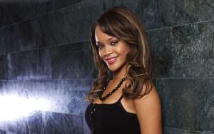 """Rihanna, pidió el fin de la violencia entre Israel y Gaza, diciendo que su """"corazón se está rompiendo"""" en una rara muestra de solidaridad"""