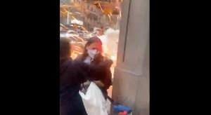 Momento de una agresión de propalestinos en Nueva York