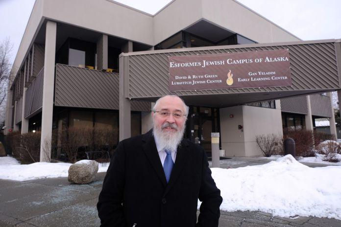 El Campus Judío Esformes de Alaska en Anchorage, que alberga el Centro Judío Chabad Lubavitch, una escuela hebrea y el Museo Judío de Alaska.