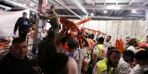 Soldados y paramédicos durante la tragedia del monte Merón