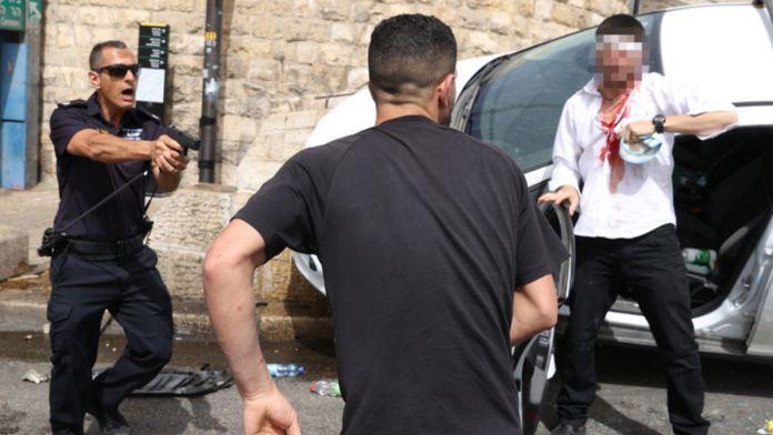 Policía dispara al aire y salva a conductor israelí de linchamiento