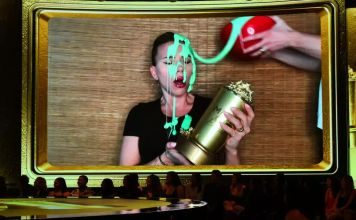 La actriz judía Scarlett Johansson aceptó el premio Generation Award en los MTV Movie & TV Awards, en conmemoración de su carrera de casi tres décadas