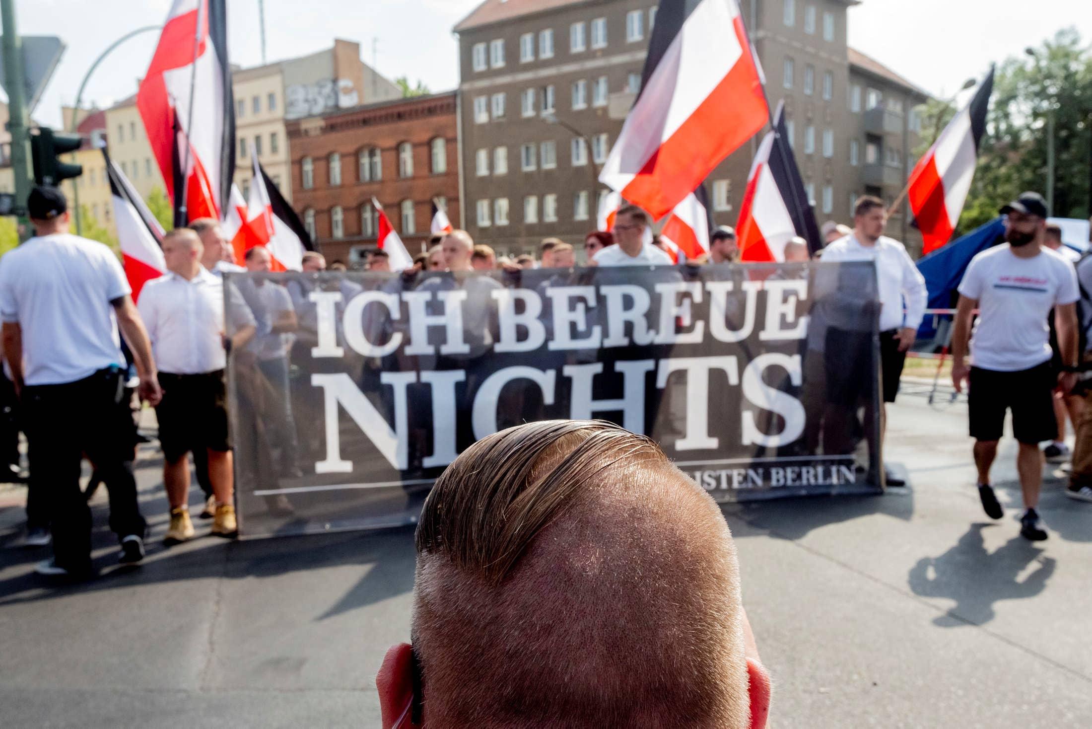 Autoridades de Alemania informaron que el número de extremistas de extrema derecha en el país aumentó el año pasado