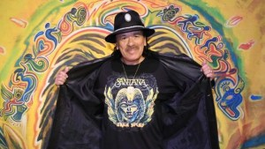 Carlos Santana no es judío. Pero eso no impide especule sobre sus raíces, actúe en Israel, salpique su diálogo yiddish o converse con un Ángel cabalístico