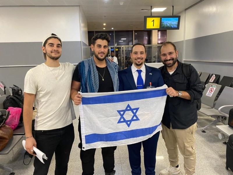 Los 3 cineastas israelíes que estuvieron encarcelados en Nigeria durante casi tres semanas regresaron su país este jueves por la mañana