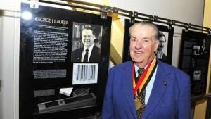 George Laurer fue un ingeniero estadounidense, obtuvo 25 patentes, entre ellas el Código Universal de Producto (UPC) conocido como Código de Barras