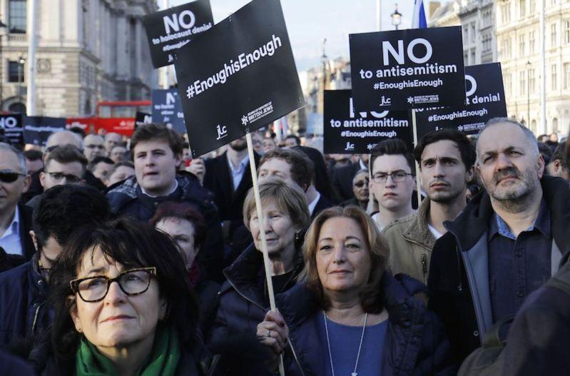 Un joven de 17 años fue acusado de un delito de orden público agravado por motivos religiosos por un incidente antisemita en el metro de Londres