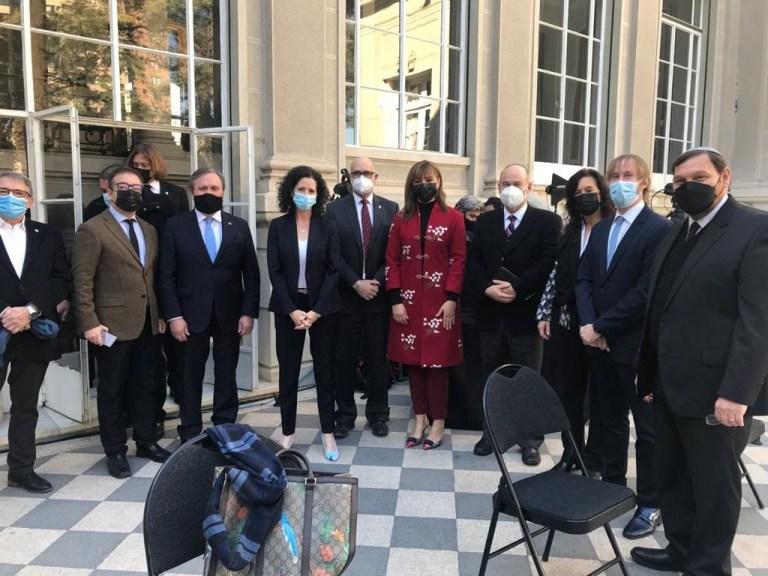 La embajada de Argentina en Chile y la Comunidad Judía de Chile recordaron los 27 años del cruel ataque terrorista a la AMIA