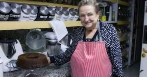 En esta ocasión la Bobe Irma nos enseña a cocinar Pastel de miel, una receta muy a su estilo, que no debe faltar en la celebración de Rosh Hashaná