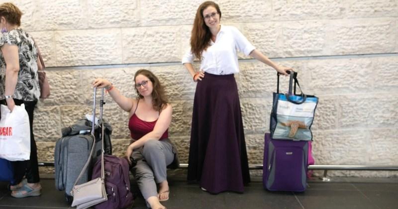 Esther Gonopolsky y Sonia Ishenko en el Aeropuerto Ben-Gurión
