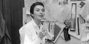 Nació un 3 de agosto de 1923 en Brooklyn bajo el nombre de Hannah Golofski, crecería hasta convertirse en la reconocida diseñadora, Anne Klein