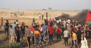 Palestinos protestando en Gaza