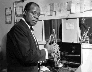 El famoso trompetista de color, Louis Armstrong