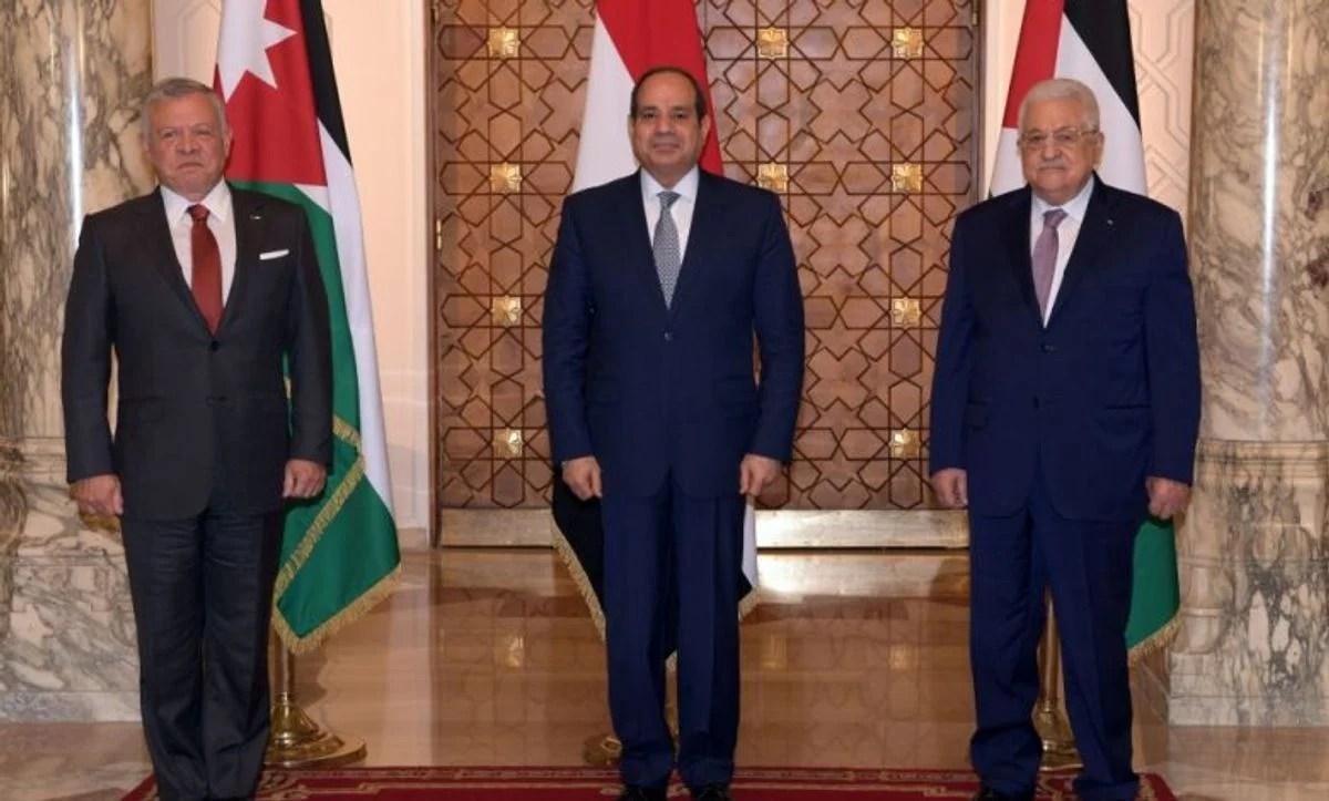 El presidente de la AP, Mahmoud Abbas, se reunió con el presidente egipcio Abdelfatah el Sisi y el monarca jordano Abdalá II en El Cairo