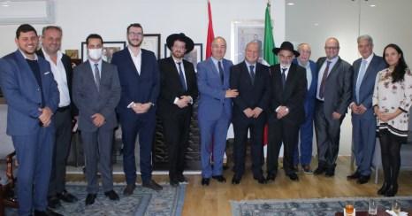 Rabino y constructores de la sinagoga Ner Hamaariv visitan Embajada de Marruecos