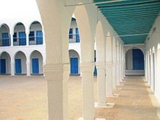 Patios exteriores sinagoga Ghriba