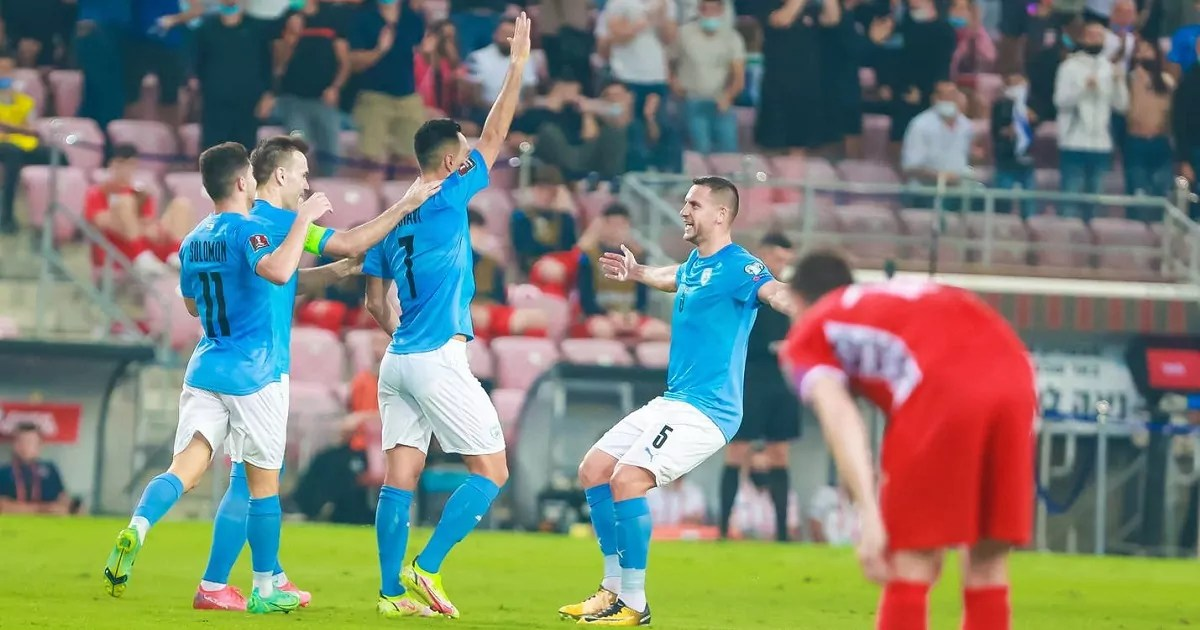 Futbolistas de Israel y Moldavia