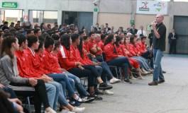 Agente de la DEA imparte ponencia sobre drogadicción a atletas del CNAR